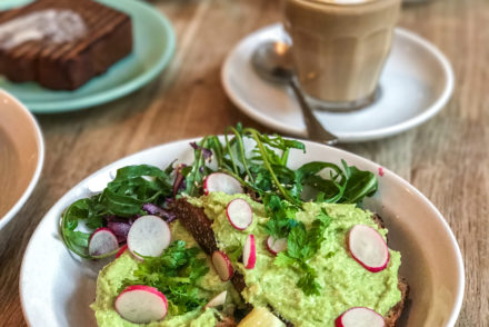 Avocado toast Brunch Cafe Oberkampf