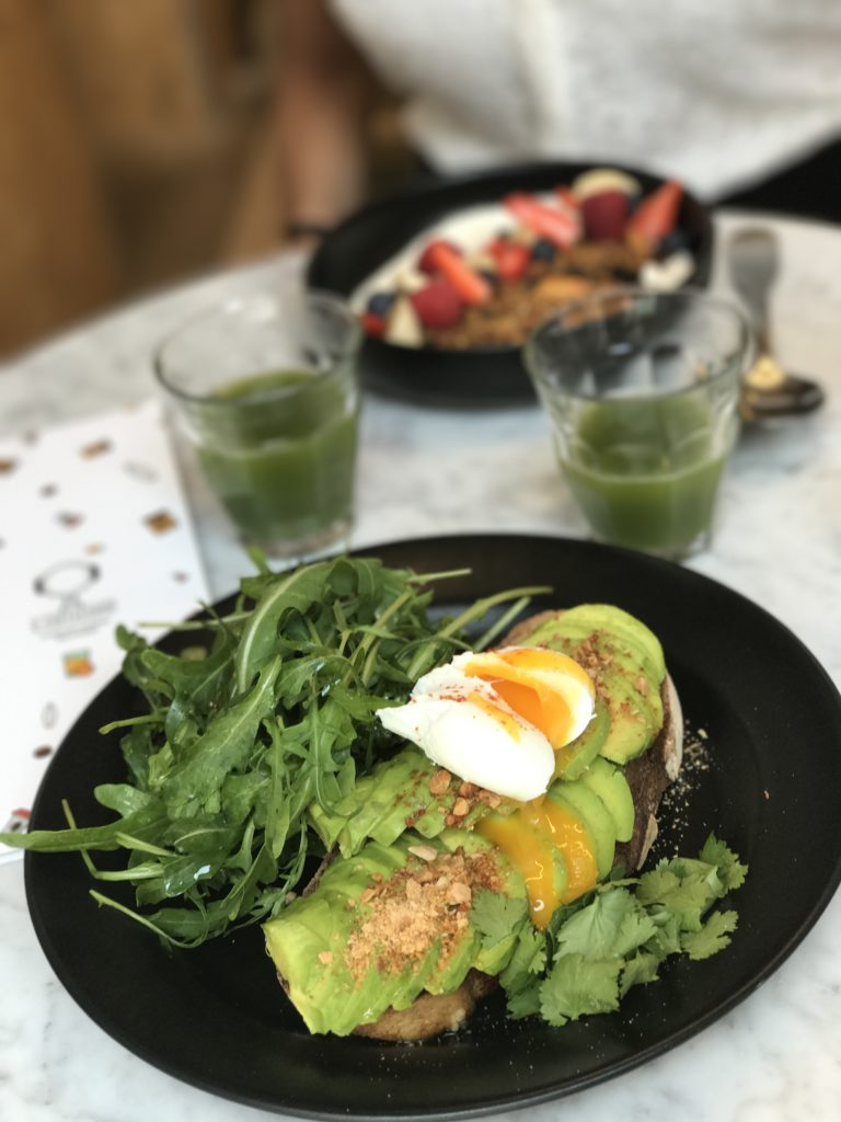 Toast avocat O Coffeeshop Paris