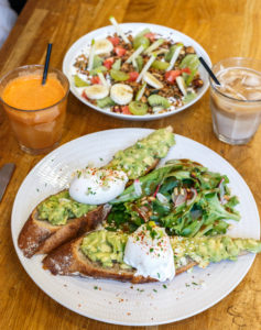 Avocado toast Black List Café Bordeaux